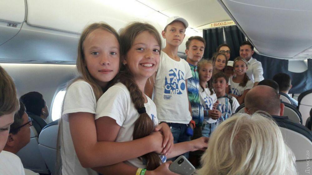 Лететь с Зеленским экономклассом в Одессу: пассажиры рассказали о впечатлениях и курьезах - фото