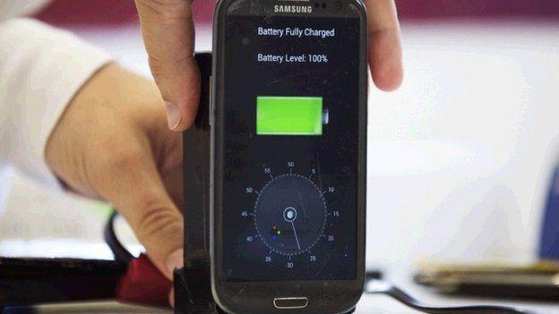 Ученые создали батарею для смартфона, которая заряжается за одно мгновение