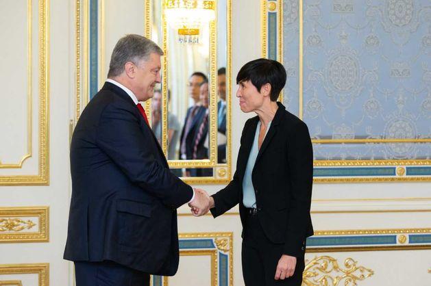 Порошенко подписал договор с министром иностранных дел Норвегии об электроустановках возле Крыма