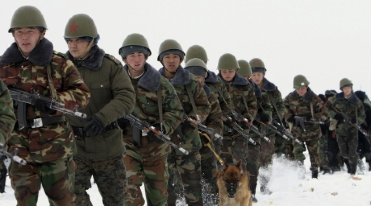Нарастание напряжения: Киргизия стягивает войска к границе с Узбекистаном
