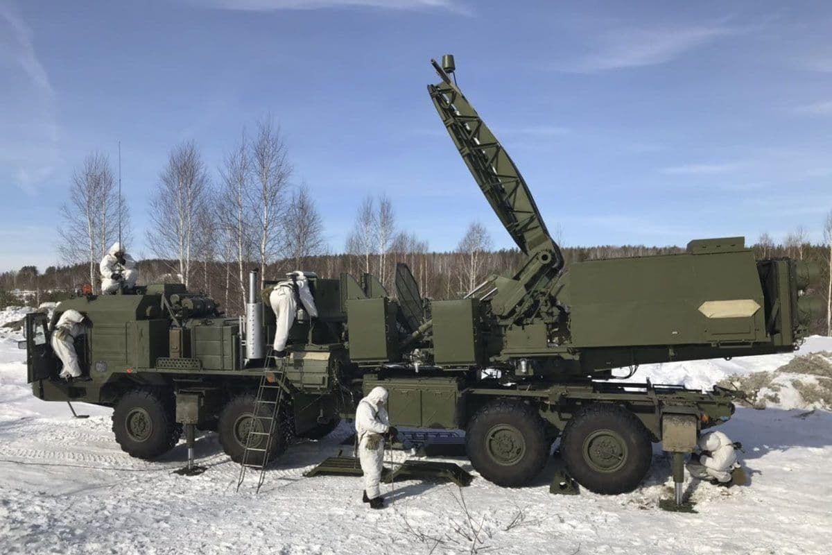 Россия перебросила под Луганск новые системы ПВО и РЭБ: люди недовольны, мобильная связь отключена