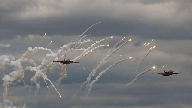 """Наступление с воздуха: появились феерические кадры как украинские военнослужащие """"уничтожали противника"""" с помощью авиации"""