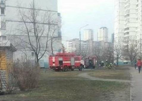 В Киеве после тушения пожара в отделении Пенсионного фонда обнаружен мертвый мужчина - кадры