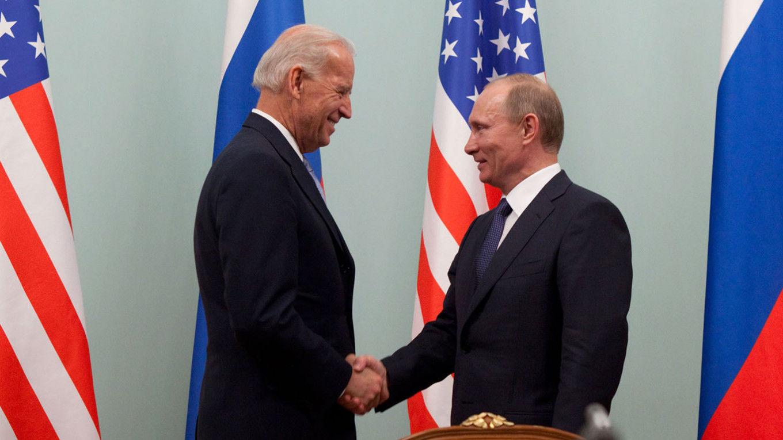 """СМИ назвали возможное место саммита Байдена и Путина: """"Кремлю указано место и время, куда можно втиснуться"""""""