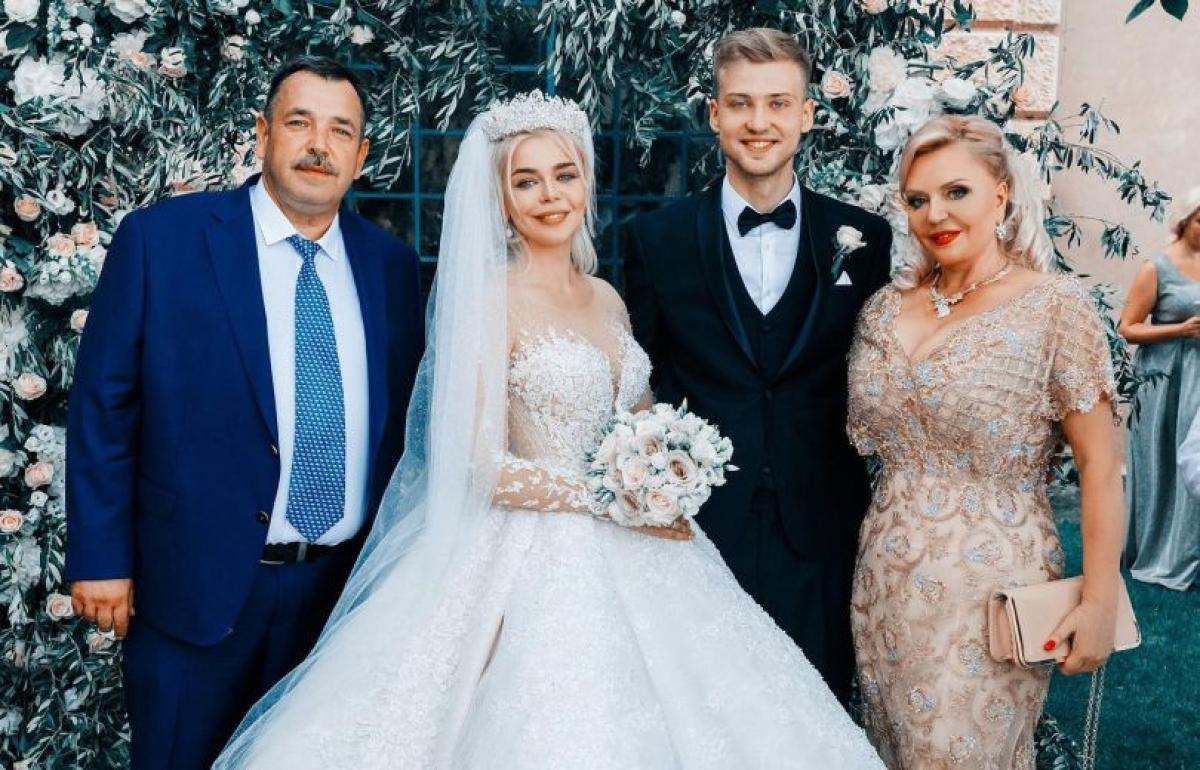 Через полгода после свадьбы за 100 тысяч евро Алина Гросу развелась с мужем Комковым