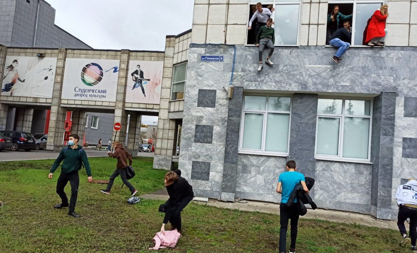 Стрельба в Пермском университете: десятки раненых и погибших, студенты выпрыгивали из окон