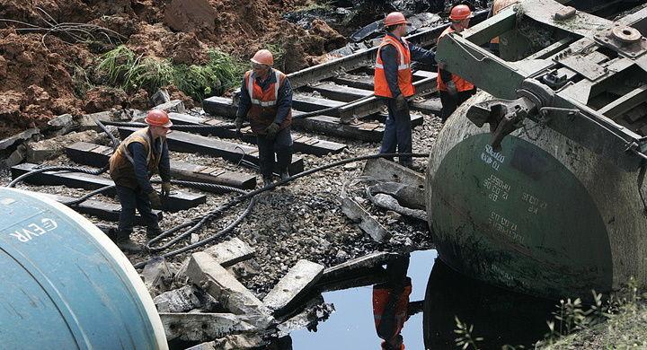 В Хабаровском крае сошел с рельс поезд с 17 вагонами: состав перевозил нефть
