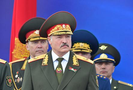 """Любовь за деньги: получив от Путина $2 млрд, Лукашенко """"запел"""" о едином государстве с """"братской"""" Россией и опасности НАТО"""