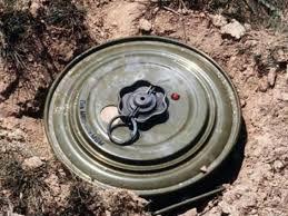 ЧП в зоне АТО: грузовик с бойцами ВСУ взлетел на воздух от взрыва замаскированного вражеского фугаса