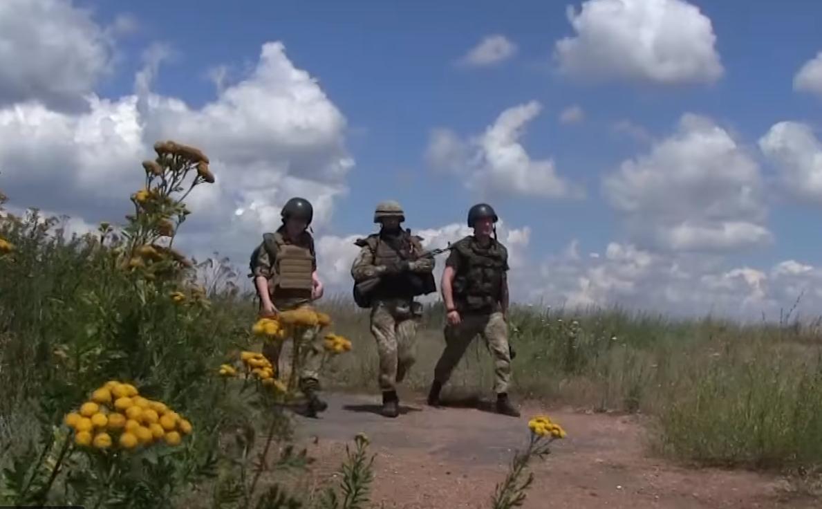 Ночное наступление группы боевиков у Гранитного: попытка прорыва террористов закончилась неудачей - кадры