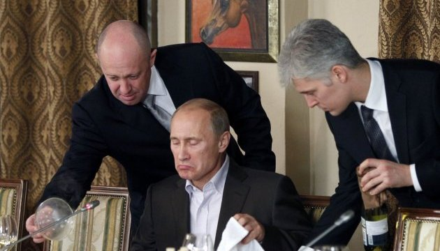 """Американцы вычислили 13 россиян, стоящих за вмешательством РФ в выборы президента США: среди них оказался и """"повар Путина"""" Пригожин"""
