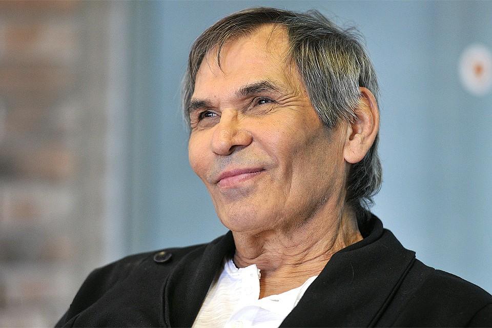 Полуобнаженный Алибасов отличился новой глупой выходкой - россияне смеются над скандальным артистом