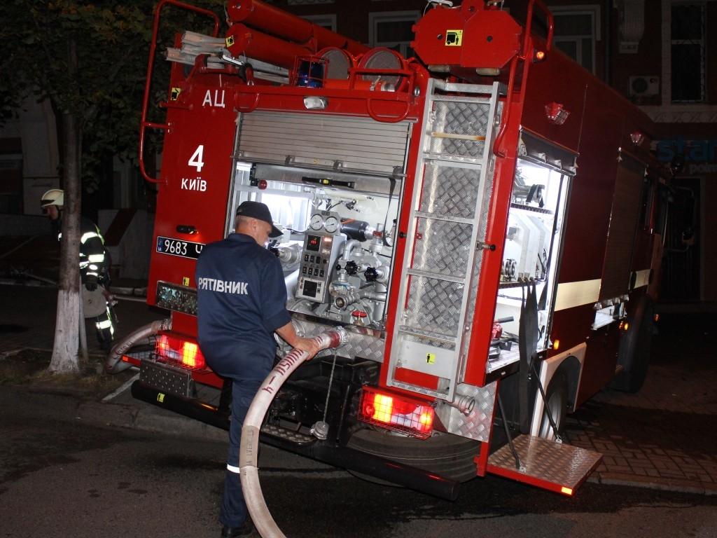 Жертвами масштабного пожара в Киеве стали пятеро человек, среди которых двое несовершеннолетних - кадры