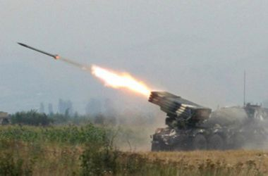 СМИ: Окраины Луганска подверглись обстрелу из «Градов» ополчения