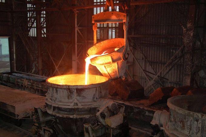 В Енакиево накаляется обстановка: работники ЕМЗ три месяца сидят без зарплат, производство приостановили