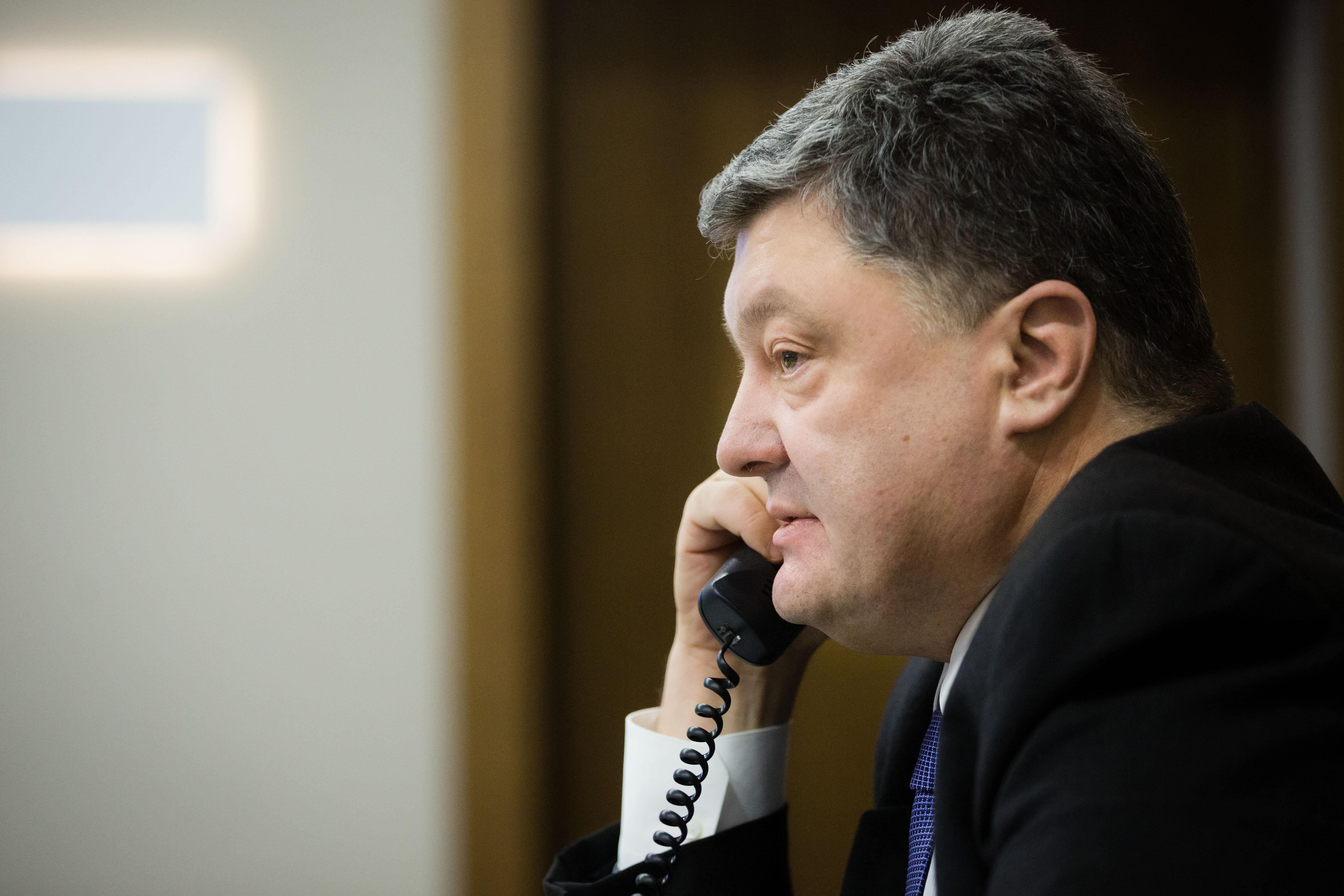 Петр Порошенко смог поговорить с Надеждой Савченко с помощью Генконсула Украины в РФ: делаются последние шаги для освобождения летчицы