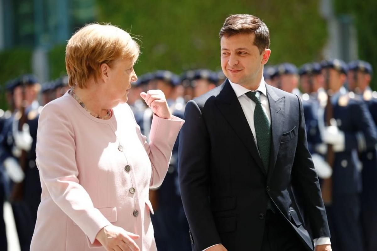 Заболевший Зеленский позвонил Меркель - в ОП рассказали о двух ключевых темах