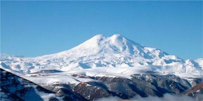 На Эльбрусе продолжаются поиски украинского альпиниста. Любитель высоты сорвался с более 5 тысяч метров