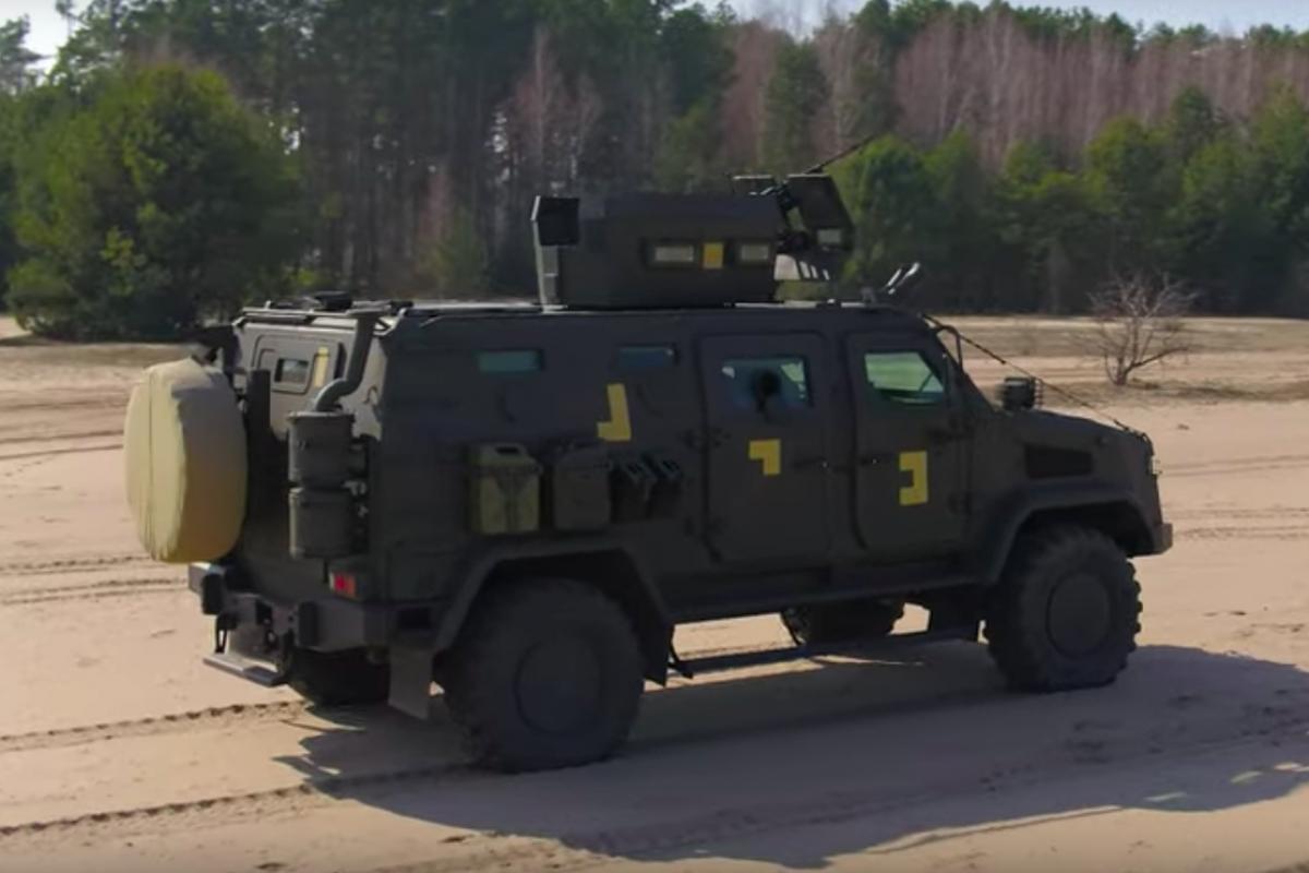"""Стальная новинка, как у НАТО: на вооружение ВСУ поступил броневик """"Козак-2М1"""", видео"""