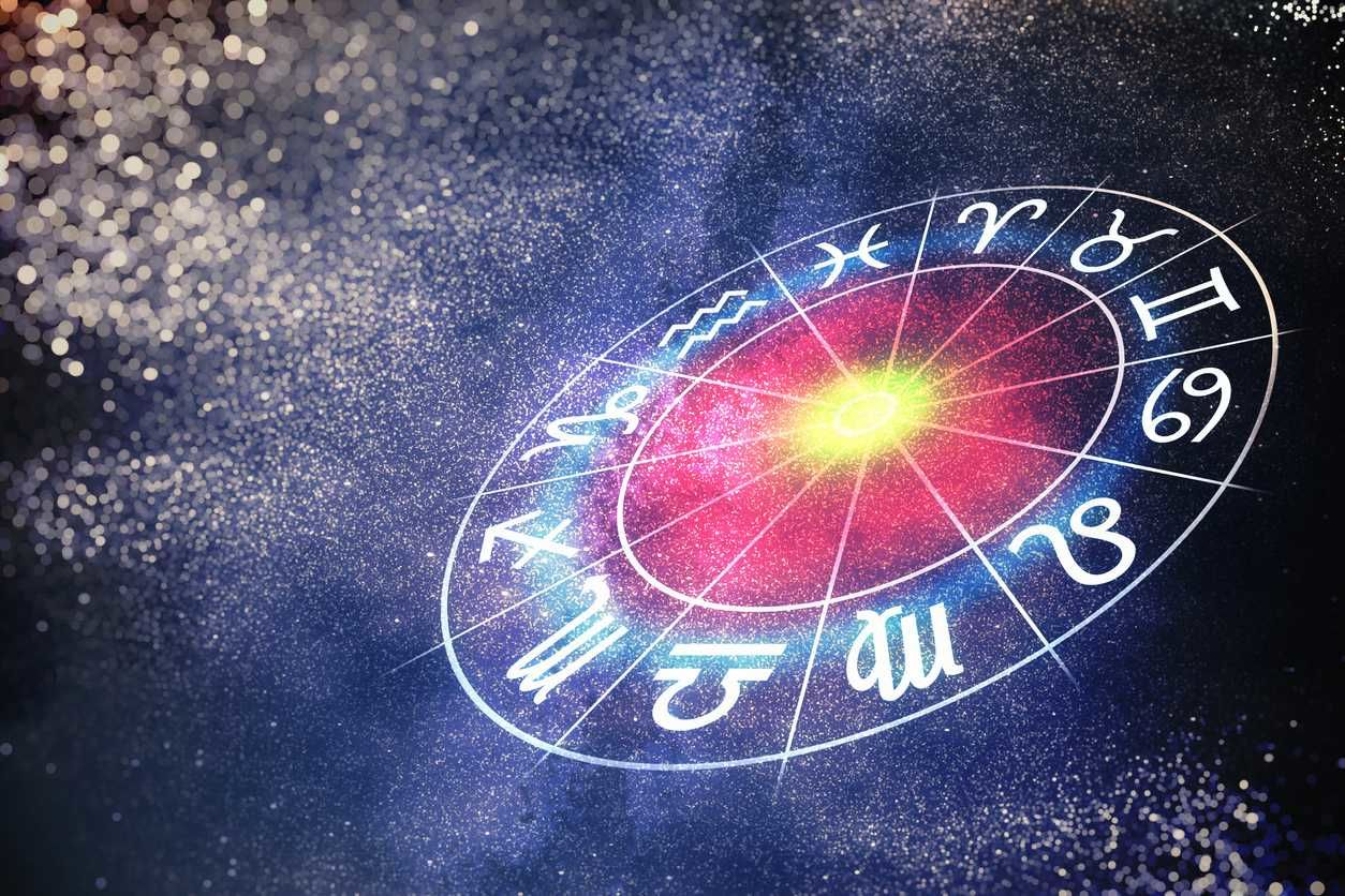Не терять бдительность: кого из знаков зодиака могут обмануть в октябре