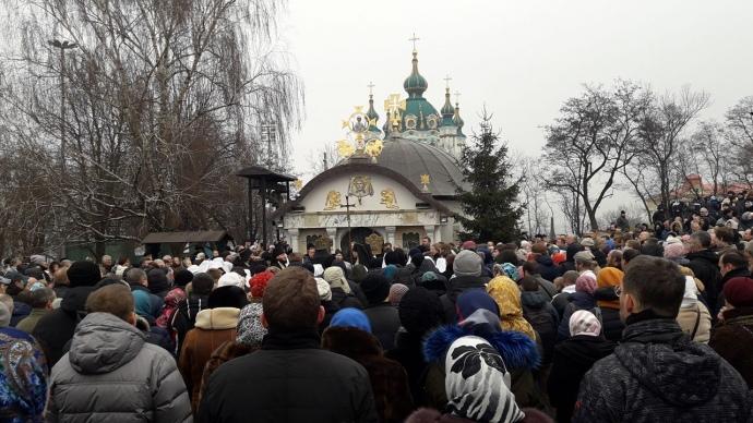 Киевские депутаты поддержали петицию по вопросу сноса незаконно построенной часовни УПЦ МП