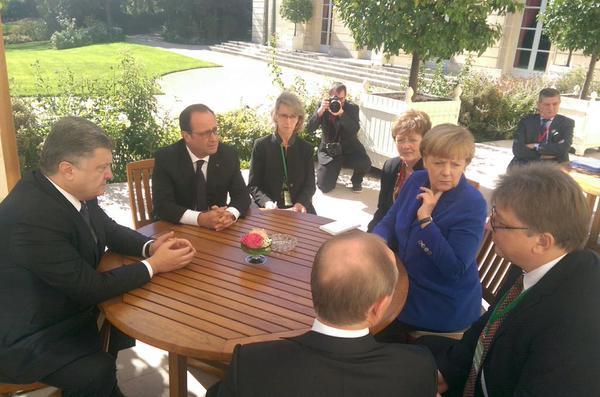 """Экс-президент Франции Олланд: """"Я вас раздавлю!"""" – кричал Путин на Порошенко. Президент Украины жестко ответил: """"Только попробуй, получите по полной"""""""