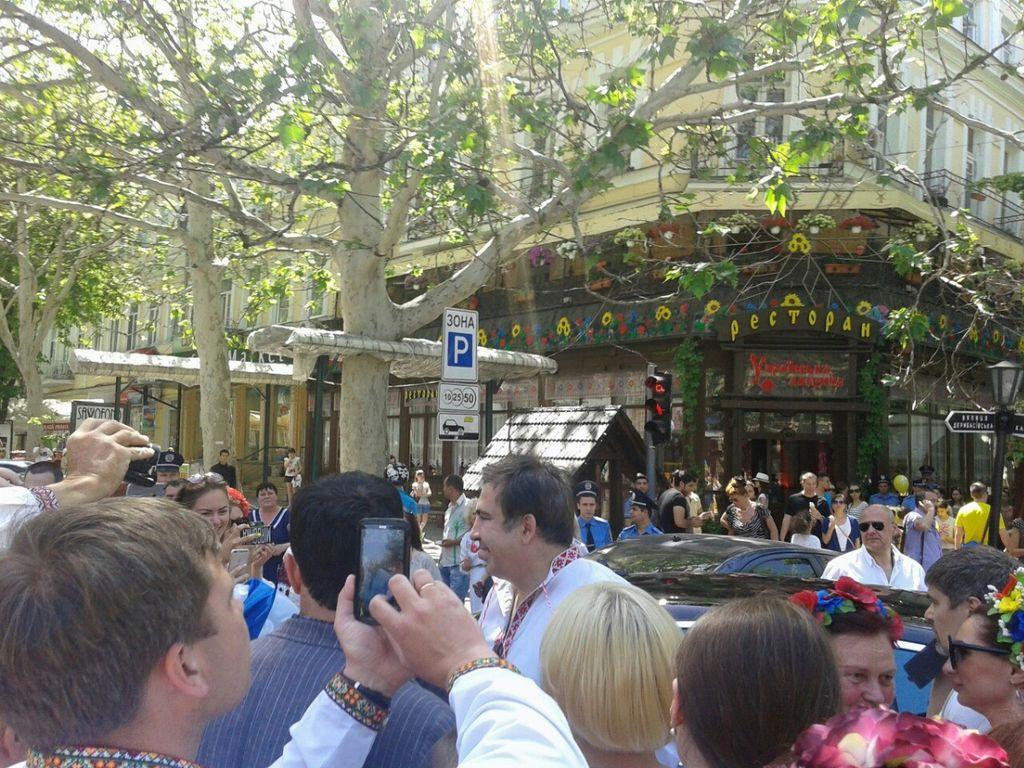 В Одессе на марше вышиванок присутствовал Саакашвили