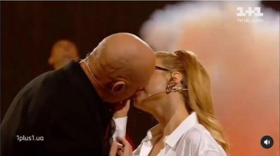 """Тина Кароль при всех поцеловала мужа Насти Каменских Потапа: """"Даже с Баланом такого не позволяла"""""""