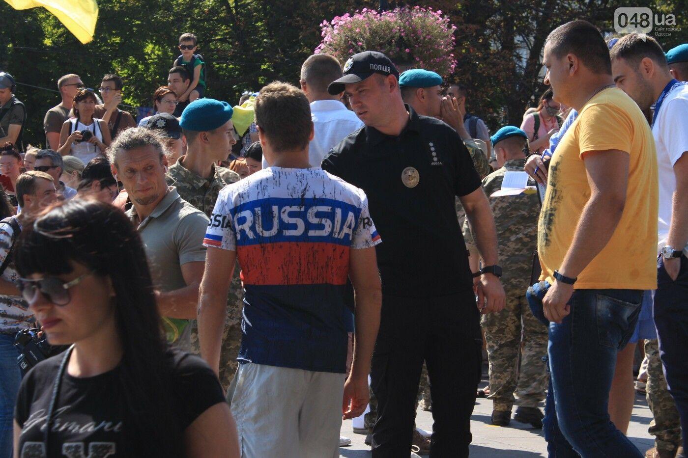 """""""Вы нацисты"""": американца в футболке с российским триколором задержали в Одессе"""