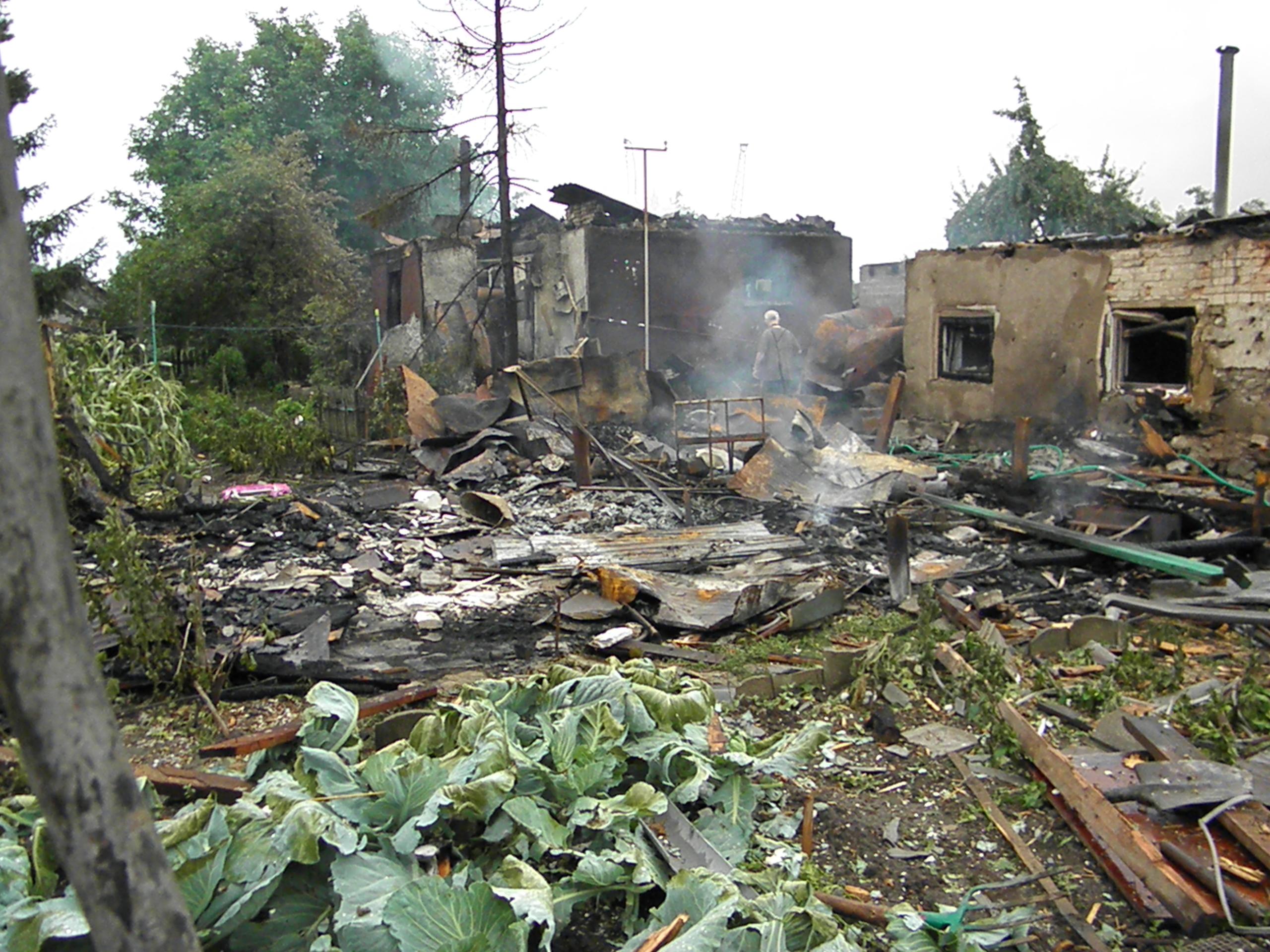 Обстановка в Луганске 26.07: взрывы, залпы и разрушенные дома