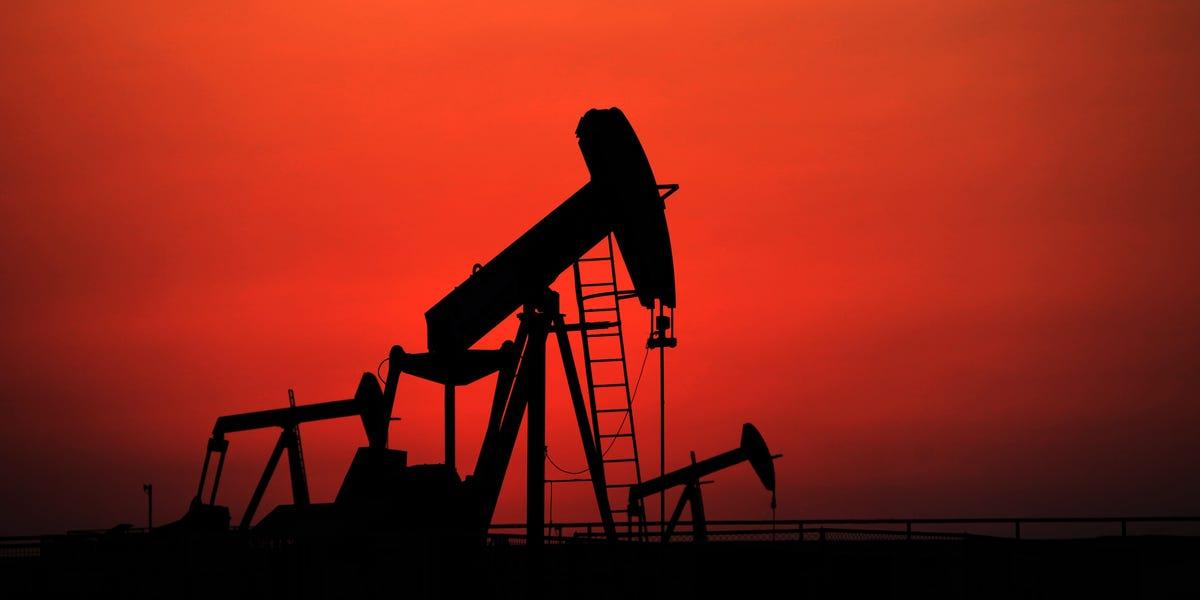 """Уже в апреле добытую нефть будет негде хранить: у российской """"нефтянки"""" новая проблема"""