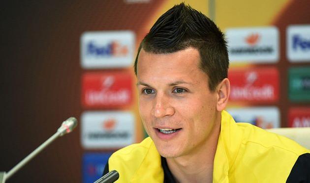 Лидер сборной Украины Коноплянка поменял фамилию ради испанцев