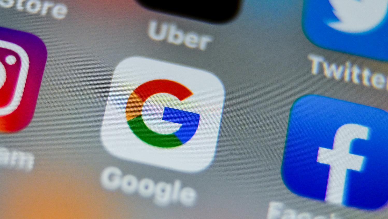 """""""Вал критики"""", - в """"Слуге народа"""" пояснили, зачем вводить налог на Google и Youtube"""