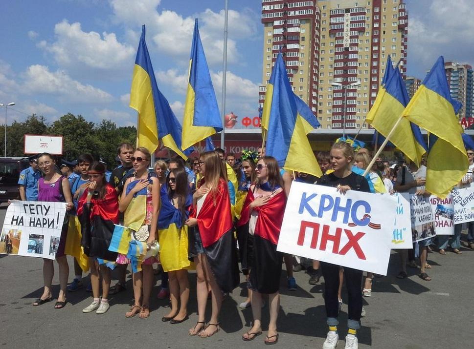 Из-за Кернеса активисты Майдана и Антимайдана бросались друг в друга яйцами