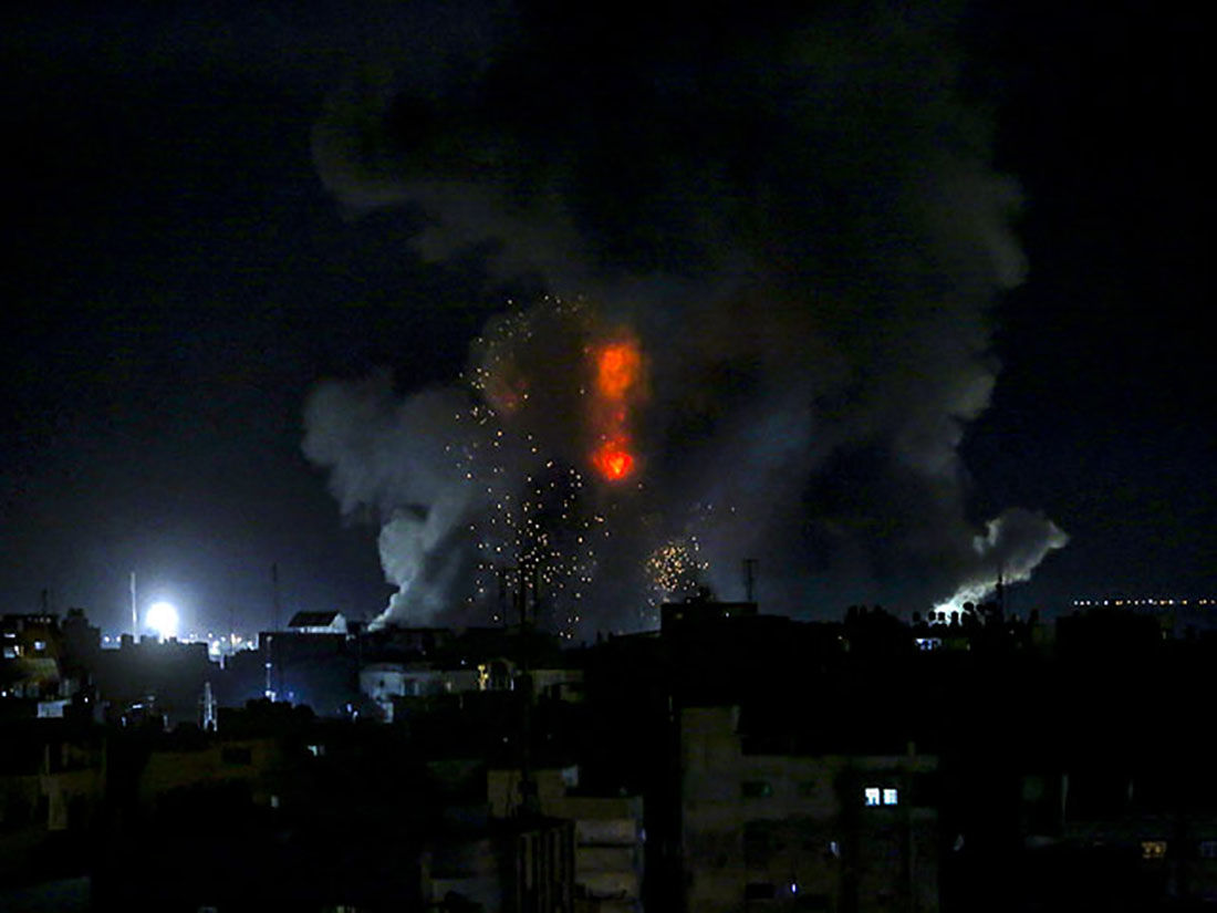 """""""Огненный террор"""" ХАМАСа: ВВС Израиля наносят воздушные удары по Газе"""