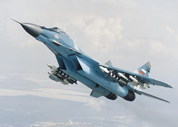 Над Енакиево ополченцы сбили украинский военный самолет МиГ-29