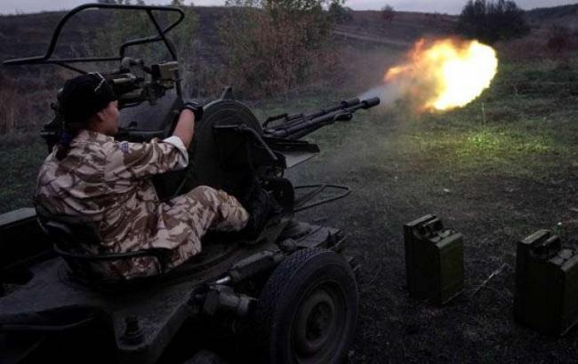 Возле Авдеевки разразился серьезный бой между украинскими военными и российско-террористическими войсками, слышны разрывы снарядов