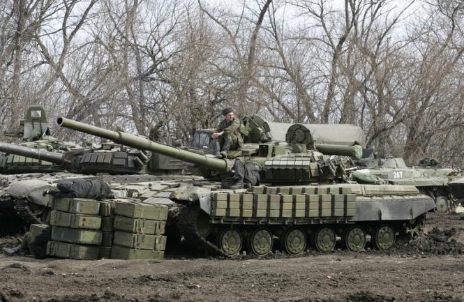 Кремль готовится к эскалации: под Донецком заметили огромную колонну с российскими КамАЗами