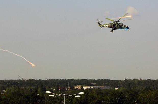 Очевидцы: в Донецке слышны взрывы и летает авиация