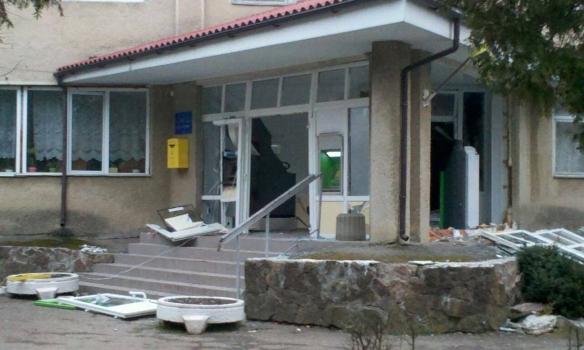 ЧП в Ивано-Франковске: при попытке ограбления банкоматов в поликлинике произошел серьезный взрыв