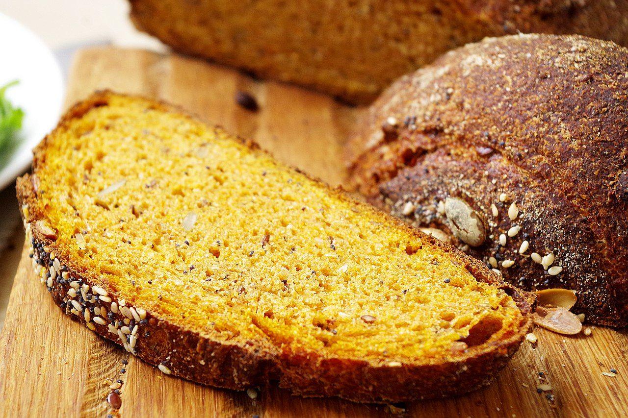 Просто готовится и намного лучше магазинного: рецепт вкуснейшего хлеба из тыквы