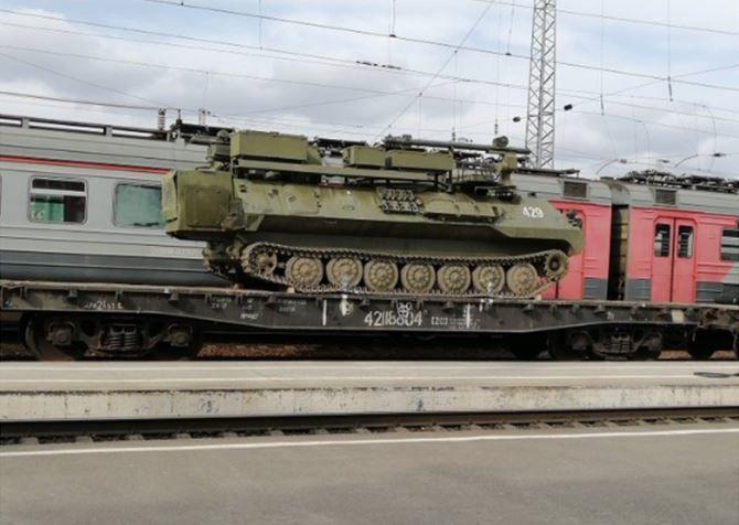 В направлении Крыма и Ростова: Россия снова стягивает военную технику к границам Украины - кадры