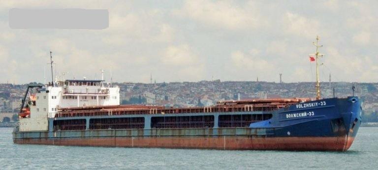 Возле Одессы дрейфует неисправное судно с голодным экипажем. Корабль бросил российский судовладелец