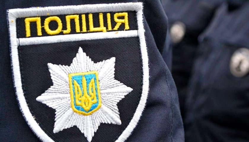 В Харькове юноша при свидетелях руками и ногами бил девочку – его заставили извиняться на коленях