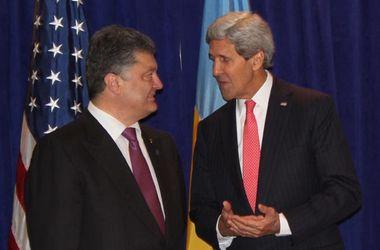 """Порошенко провел переговоры с Кэрри и """"Красным крестом"""" о кризисе на востоке Украины"""