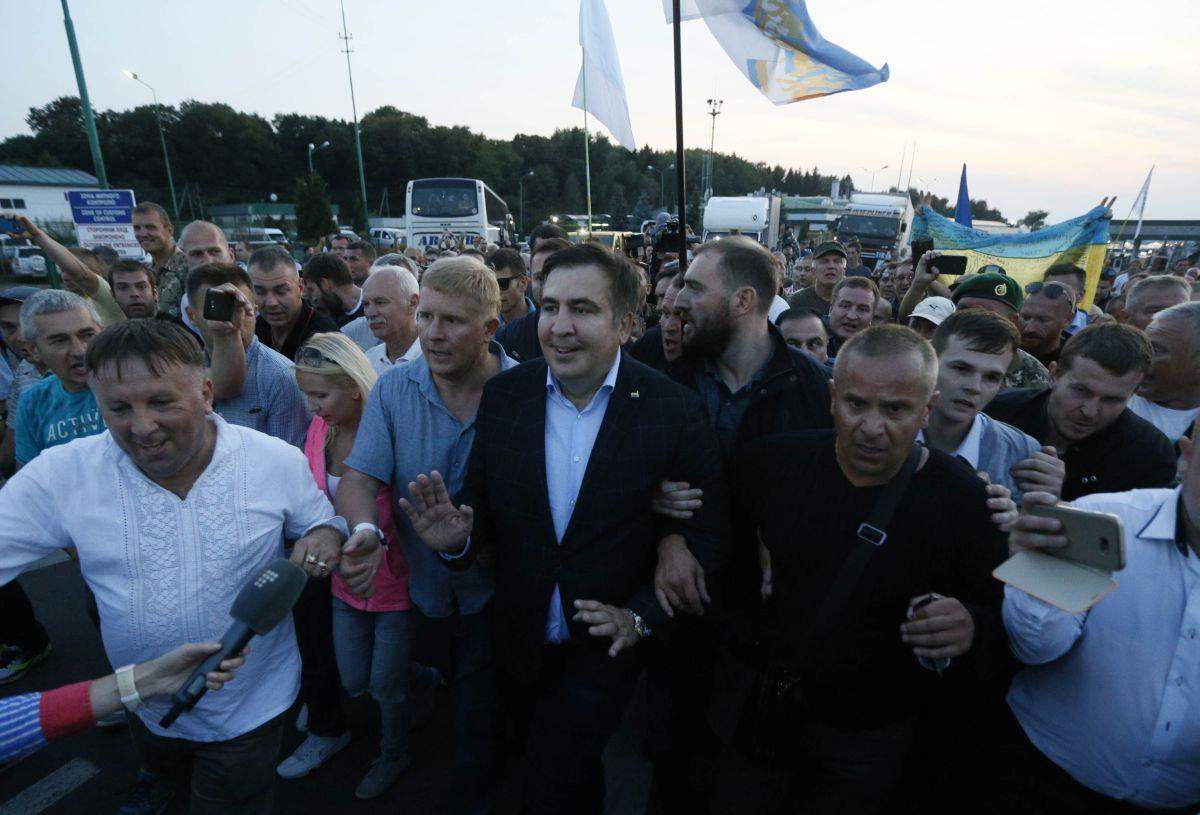 """""""Если Порошенко не справится с этой ситуацией, это сильно ослабит его позиции"""", - европейский эксперт из Литвы заявил, что Саакашвили """"публично нарушает закон Украины"""""""
