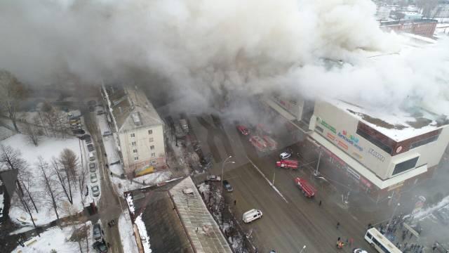 Смертельный пожар в Кемерово: спасатели продолжают находить погибших, количество без вести пропавших детей возросло до 40 человек - кадры