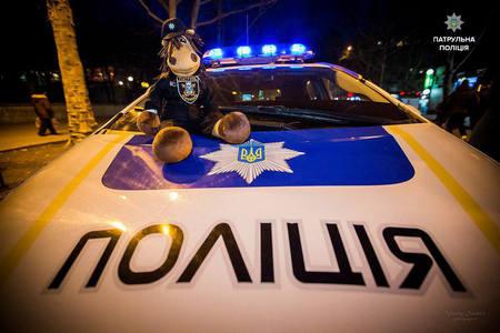 """Князев поделился видео, как 28-летняя полицейская ловко утихомирила """"домашнего тирана"""" в Северодонецке"""
