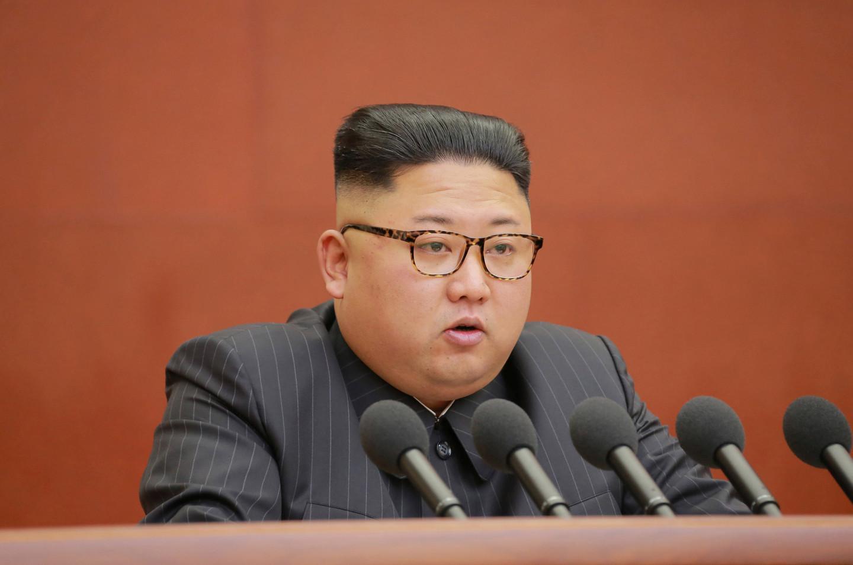 Портреты диктатора Ким Чен Ына, одержимого ядерными боеголовками, внезапно исчезли по всей КНДР, - подробности