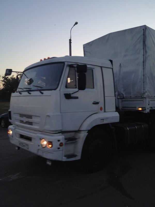 Первый грузовик с гуманитарной помощью РФ пересек границу с Украиной